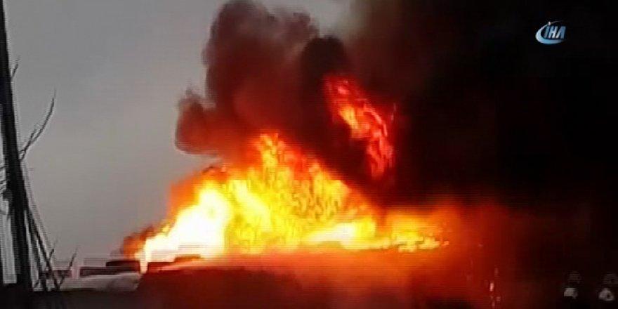 Sanayi sitesindeki depo alev alev yandı