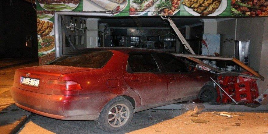 Alkollü sürücü lokantaya girerek durabildi