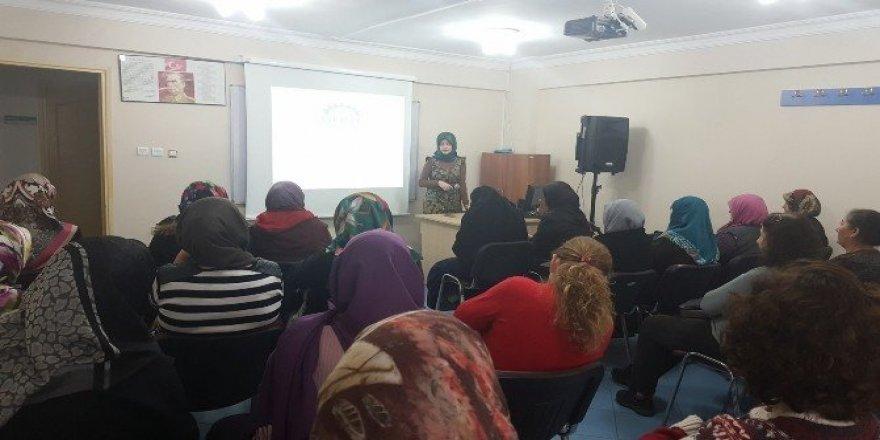 GESMEK'lilere 'Anne-Baba Olmak' semineri