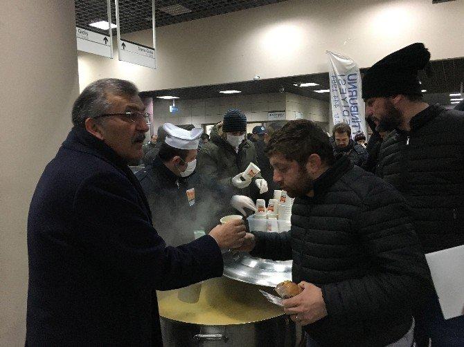 Marmaray'da vatandaşlara sabah çorbası dağıtıldı