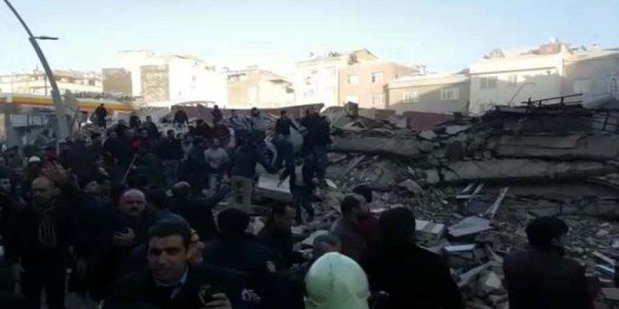 Zeytinburnu'nda bina çöktü! Ölü ve yaralılar var