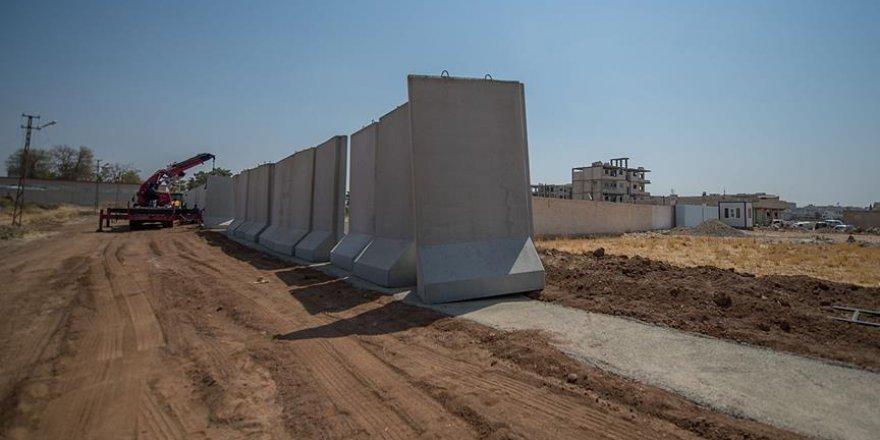 Suriye ve Irak sınırında 330 kilometre modüler beton duvar örüldü