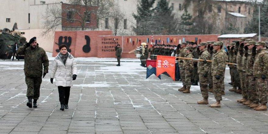 Polonya'da ABD askerlerine karşılama töreni düzenlendi