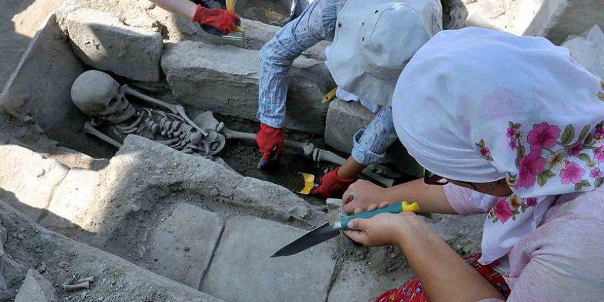 'Gladyatörler kenti'nde Bizans mezarları gün yüzüne çıktı