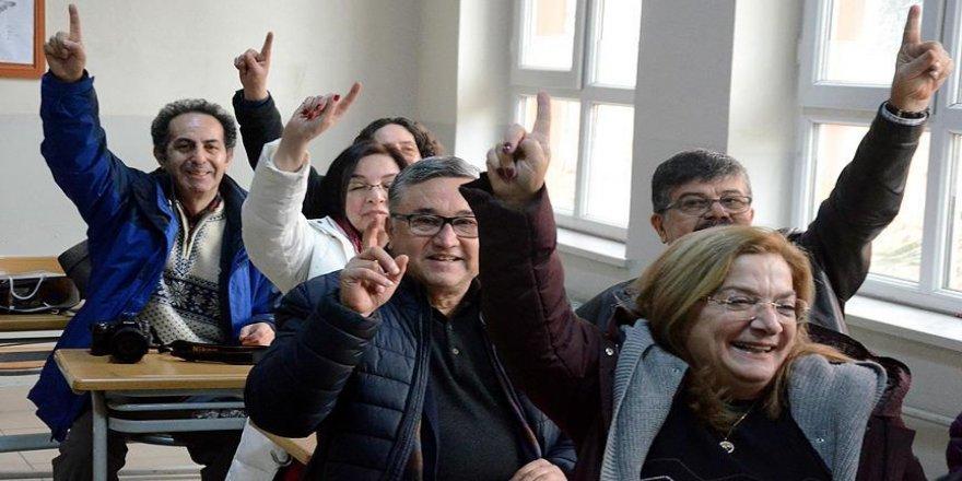 Sınıf arkadaşları 47 yıl sonra buluştu