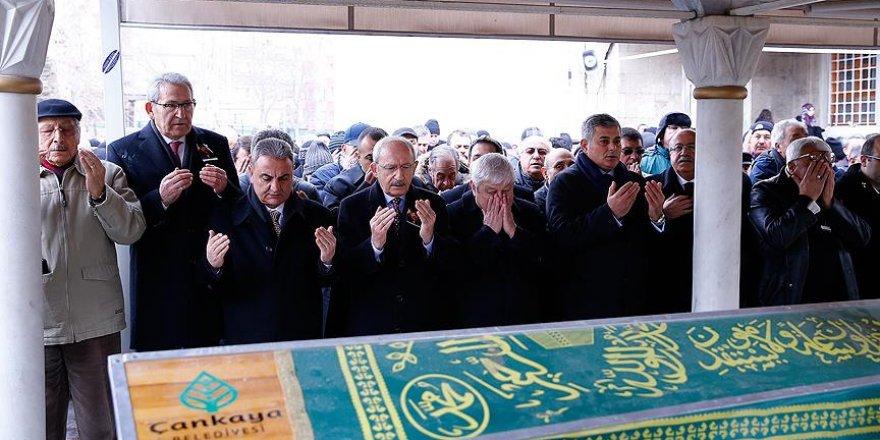 Kılıçdaroğlu Prof. Dr. Fişek'in cenaze törenine katıldı