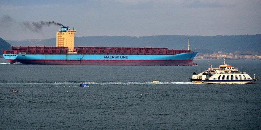 Dev gemi Çanakkale Boğazı'dan geçti