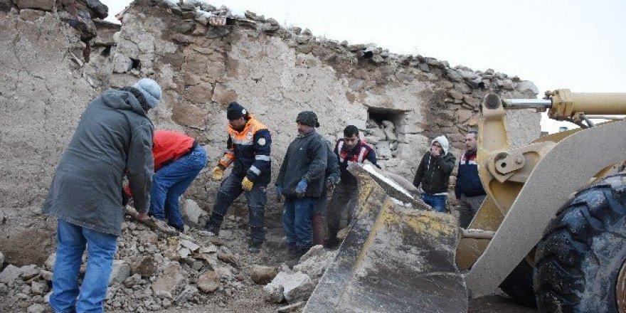 Aksaray'da mandıra çöktü