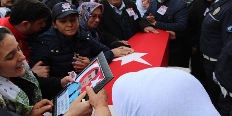 Şehit polis doğum gününde son yolculuğuna uğurlandı