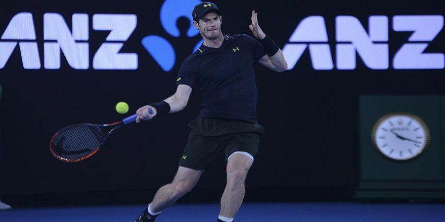 Andy Murray zorlanmadan 3. turda