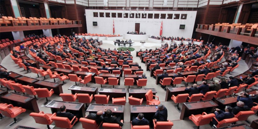 Anayasa değişiklik teklifinin ikinci turunda 4. madde 342 oyla kabul edildi