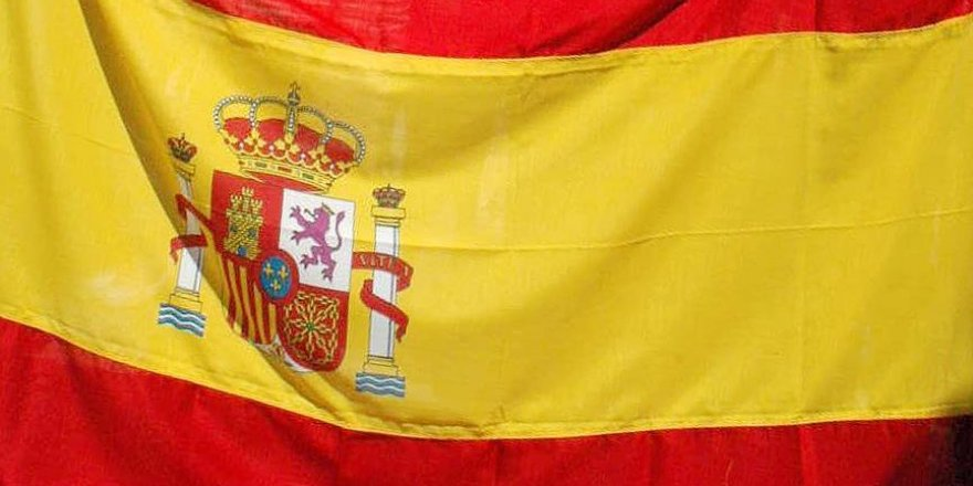 İspanyol şarkıcıya 'terörü övmek' suçundan 1 yıl hapis cezası