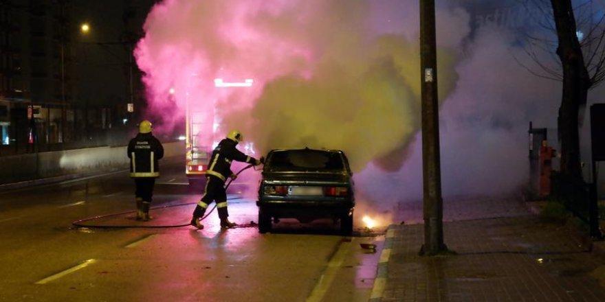 Önce kaza yaptı sonra otomobilini yaktı