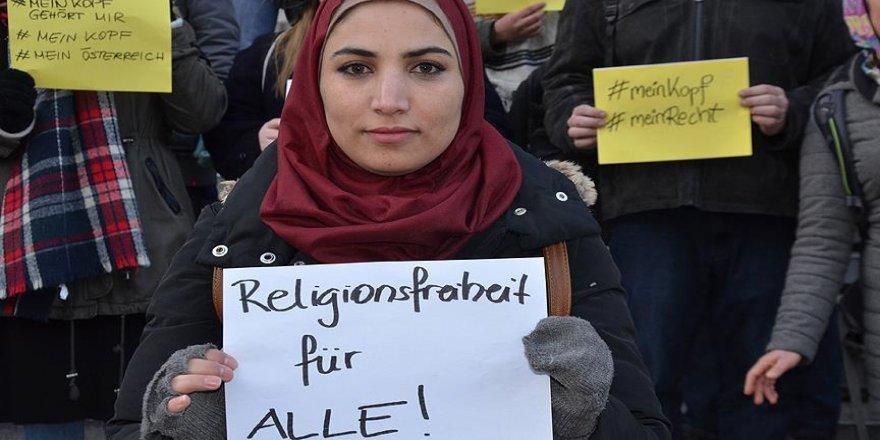 Avusturya'da getirilmek istenen başörtüsü yasağına tepkiler artıyor
