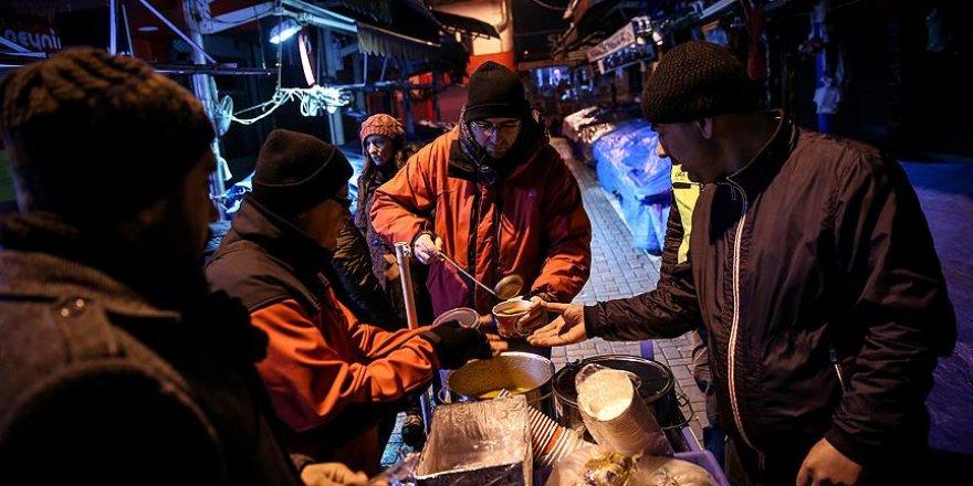 Sokaktakilerin içini ısıtan gönüllüler