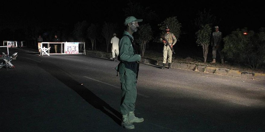 Pakistan Hint askerini teslim etti