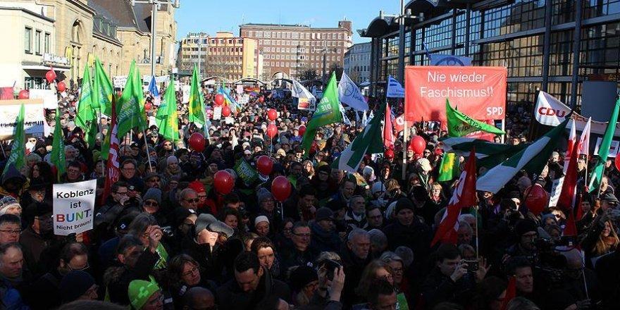 Avrupa'daki aşırı sağcı liderler protestoların gölgesinde buluştu