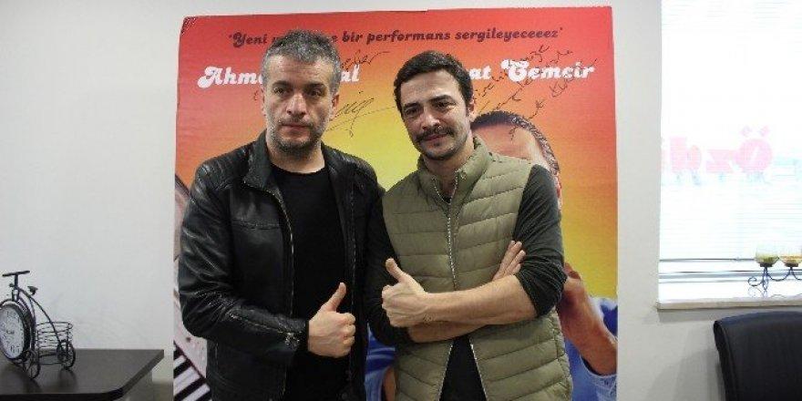 Ünlü oyuncular Ahmet Kural ve Murat Cemcir'den yeni dizi sinyali
