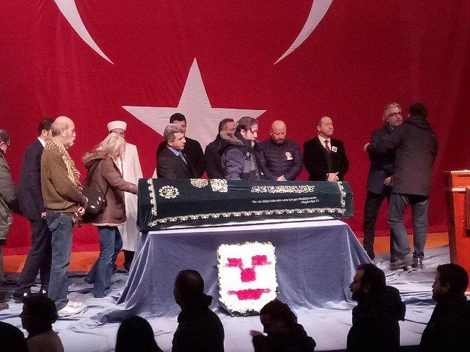 Usta oyuncu Ayberk Atilla için Kerem Yılmazer Sahnesi'nde tören düzenlendi