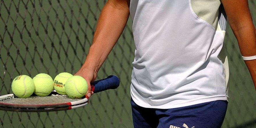 Milli tenisçi Kaya Göre çiftlerde ikinci turda