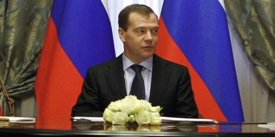 Medvedev yeniden genel başkan seçildi