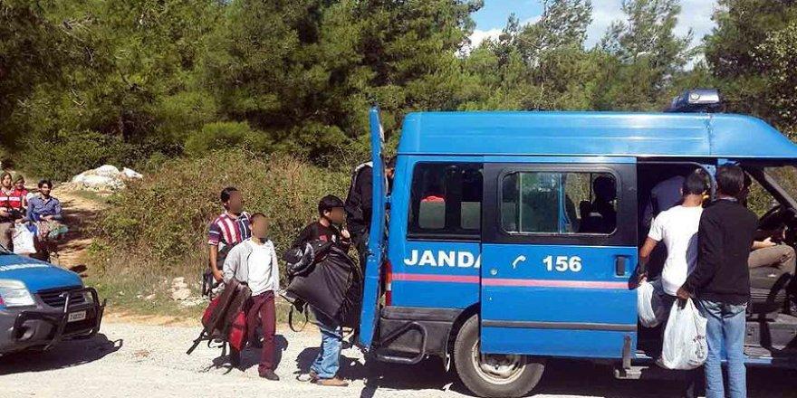 Yasa dışı yollardan sınırı geçmeye çalışan 102 yabancı uyruklu yakalandı