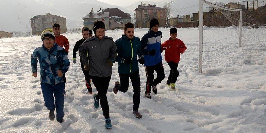 Şampiyonalara karda hazırlanıyorlar