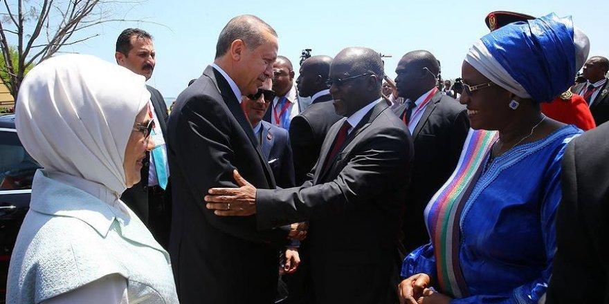 Erdoğan Tanzanya'da resmi törenle karşılandı