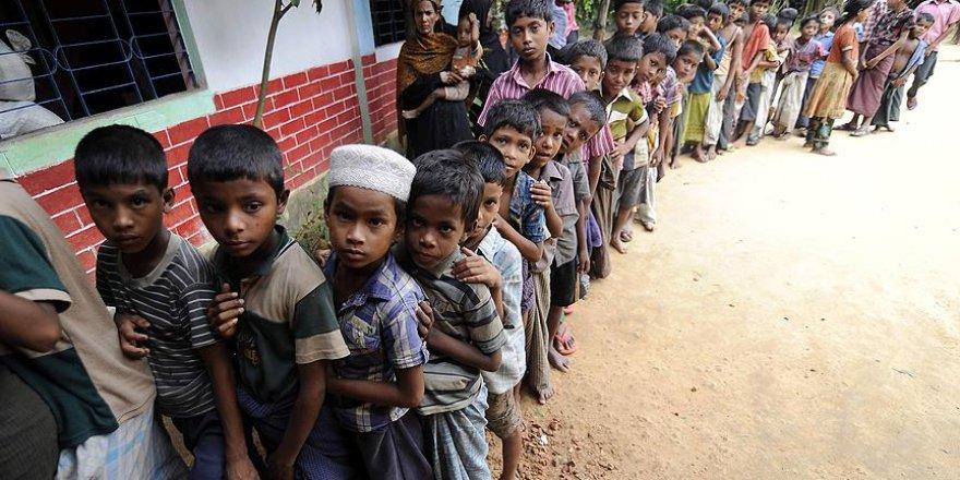 """""""Myanmar'da 87 bin Arakanlı Müslüman yerinden edildi"""""""