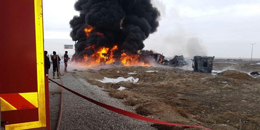 Çarpışan tankerle kamyon alev alev yandı: 2 ölü