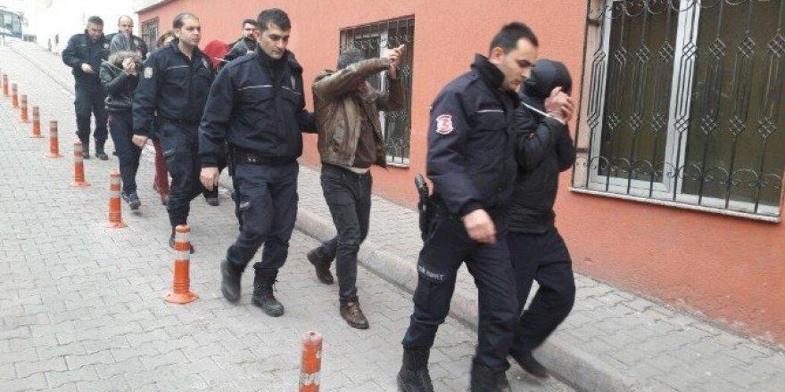 Uyuşturucu Operasyonunda Gözaltına Alınan 8 Zanlı Adliyeye Sevk Edildi
