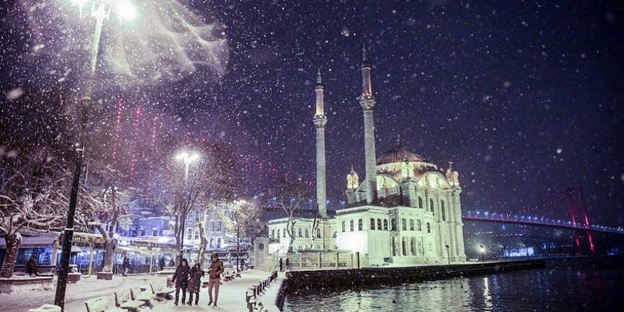 İstanbul'da kar yarın öğle saatlerinden itibaren etkili olacak