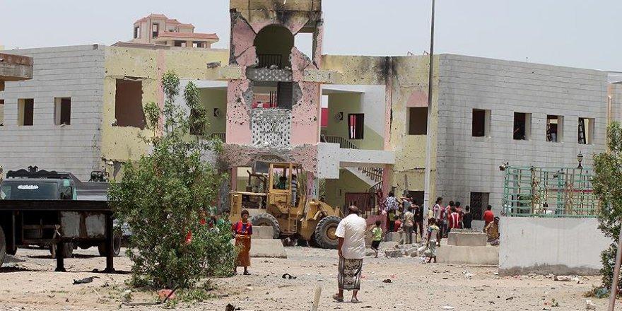 Yemen'de bin 700 okul yıkıldı