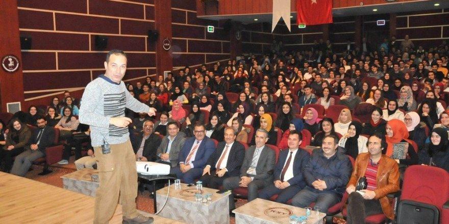 Akşehir'de YGS'ye girecek öğrencilere motivasyon semineri