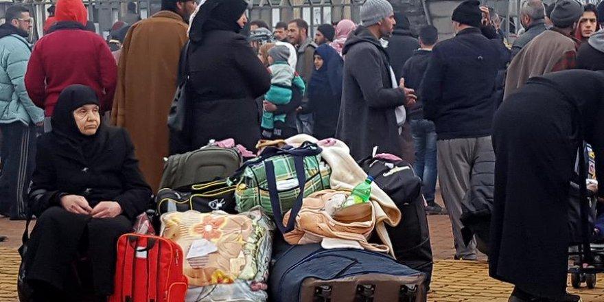 Suriye rejiminin kuşattığı Vaer ilçesinde tahliyeler başladı