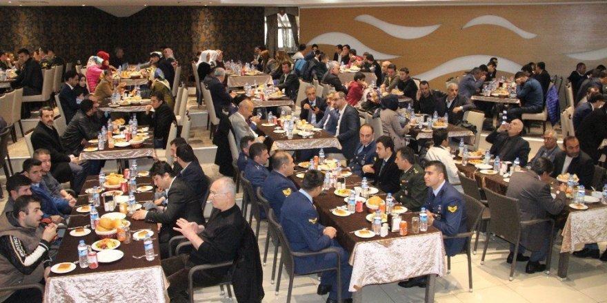 Şehit aileleri ve yakınları yemekte bir araya geldi