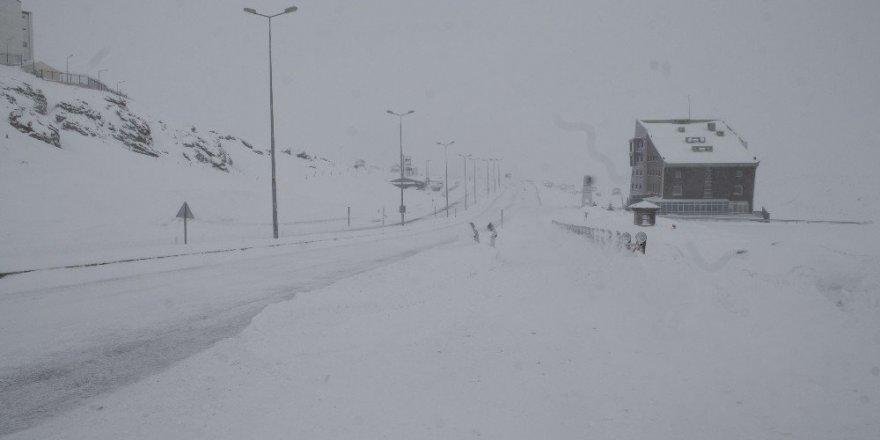 Erciyes'te pistlere 50 santimetre kar düştü