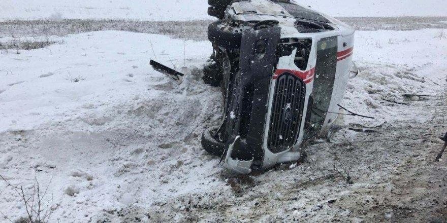 Ağrı Bayan Futbol takımı trafik kazası geçirdi: 1'i ağır 18 yaralı