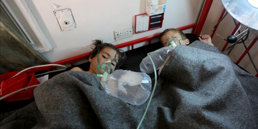 Regime chlorine gas attack kills 100 in Syria's Idlib