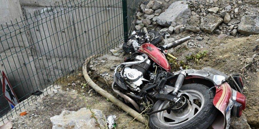 Motosiklet tıra çarptı: 1 ölü