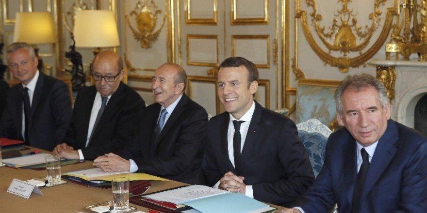 Fransa'da yeni kabine ilk kez toplandı