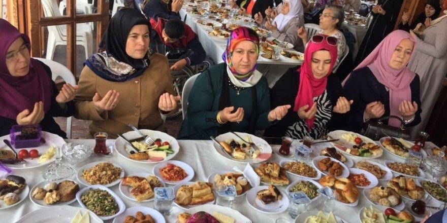 AK Parti'den şehit annelerine vefa