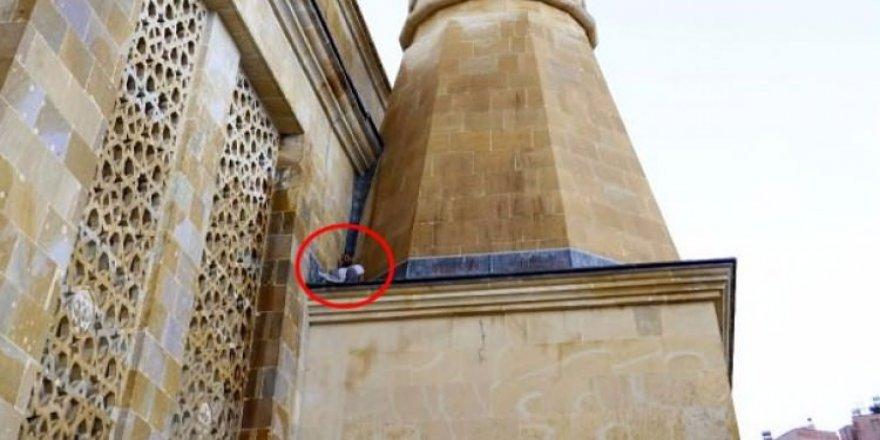 Hırsız minarede mahsur kaldı!