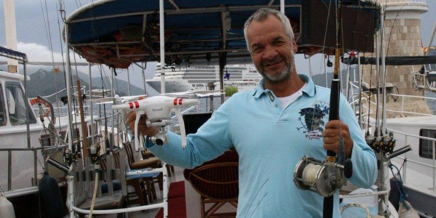 Drone'la balık avlıyor