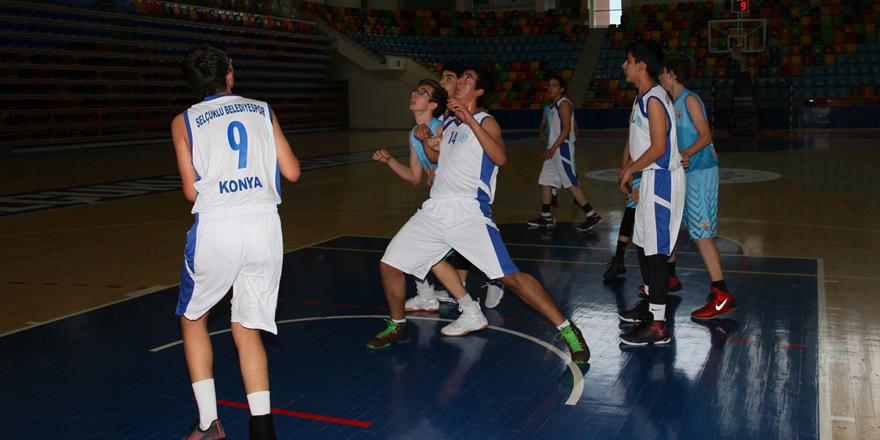 Selçuklu Belediyespor U14 basketbol takımı yarı finallerde