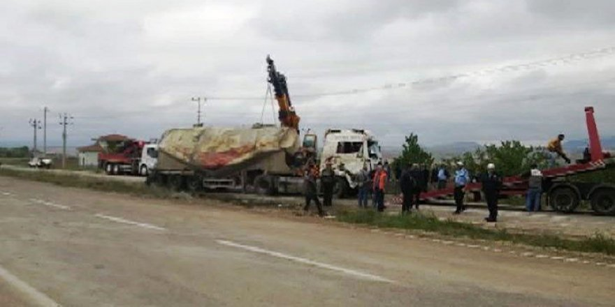 Kırşehir'de tır devrildi