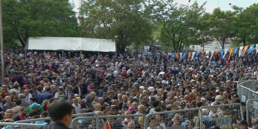 Salona sığmadılar! AK Parti kongresinde mahşeri kalabalık