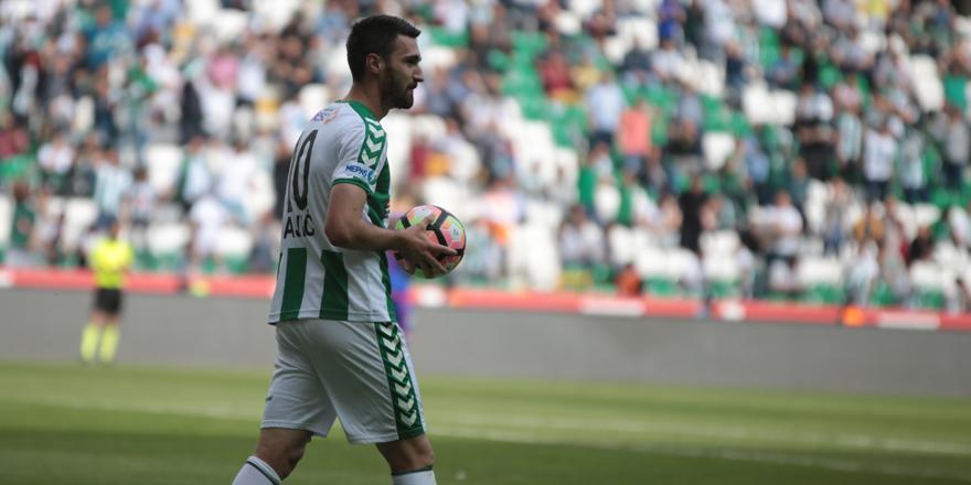 Konyaspor'un golcüsü Bajic hem attı hem kaçırdı