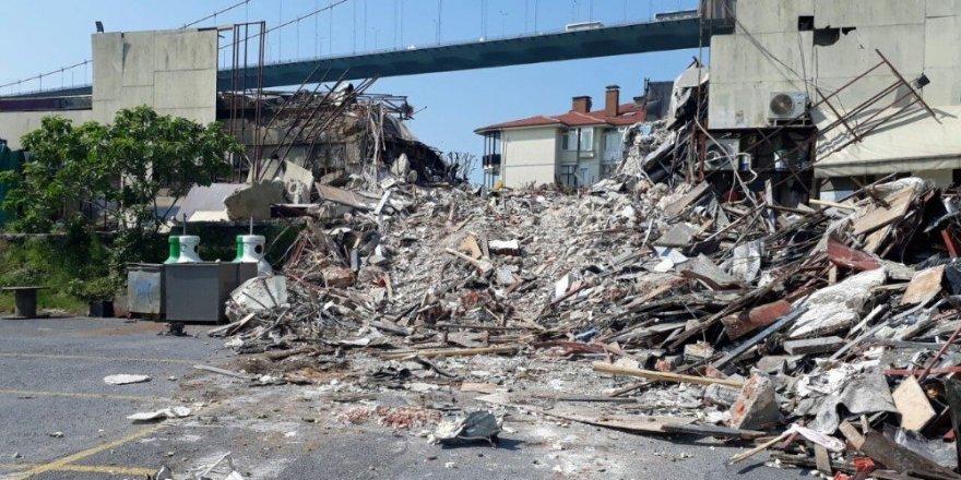 Yılbaşı katliamının merkezi Reina bu sabah belediye ekiplerince yıkıldı