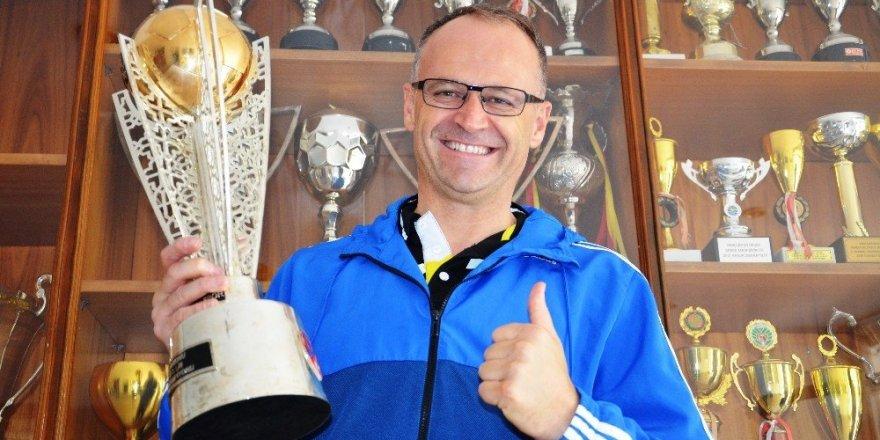 Süper Lig kupası onun ellerinde yükseldi